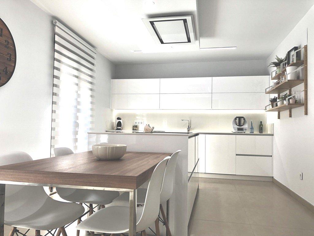 estancias jaén cocina blanca de Ana Virginia Garrido